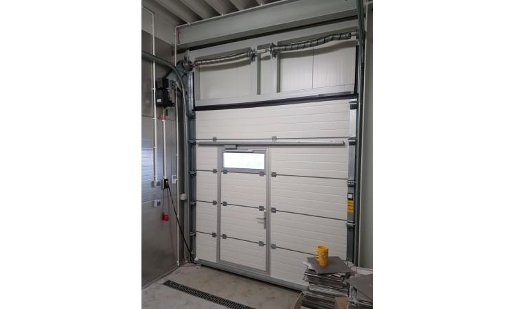 Novadoor Drzwi serwisowe w bramie